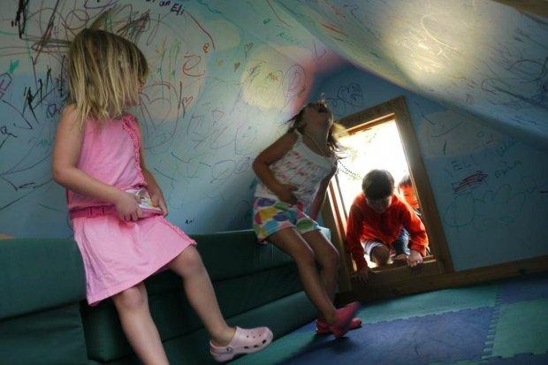Bambini, se iper protetti più fragili: lasciamoli liberi di imparare a gestire il rischio