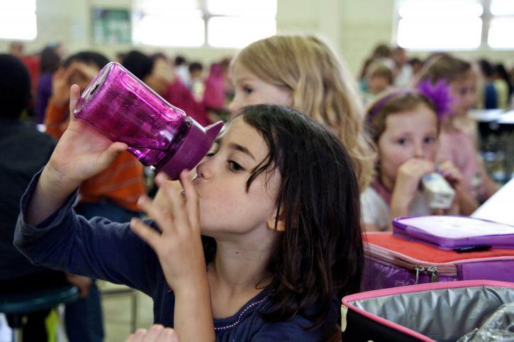 Quanta acqua per i nostri bambini?
