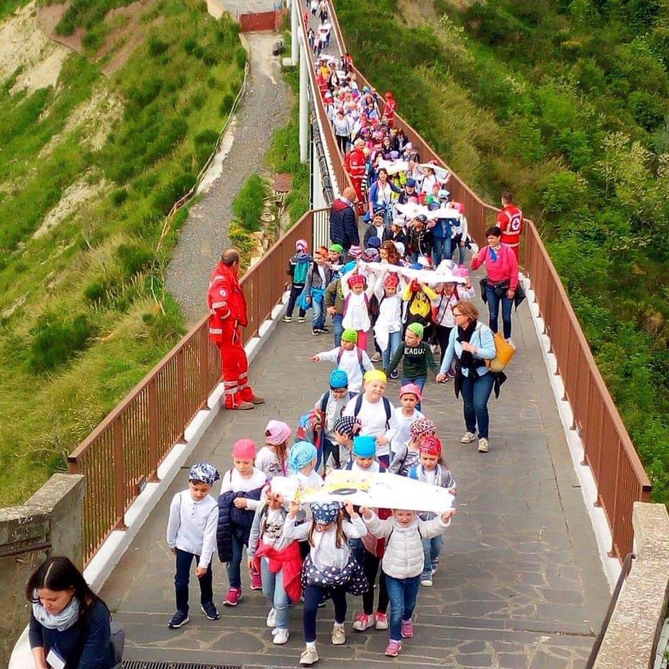 Mille ragazzi delle scuole invadono Civita di Bagnoregio